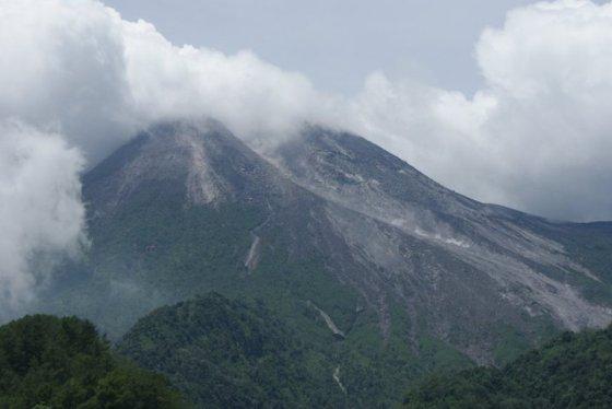 gunung merapi saat erupsi